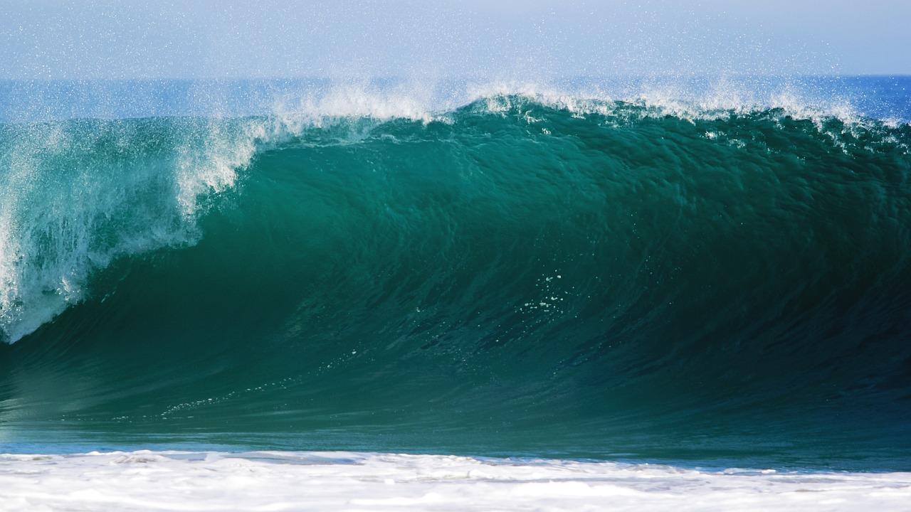 breaking ocean wave