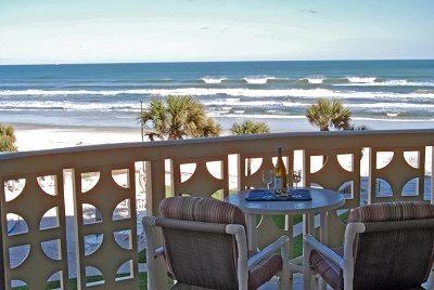 The Golden Arms has a community pool, shuffleboard courts, and quick access to the beach.
